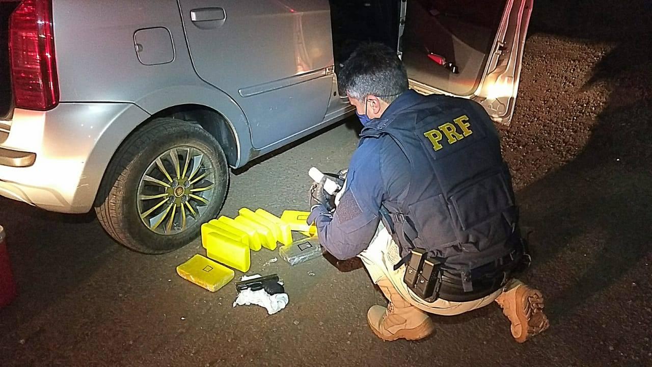 Traficante é preso em São Borja com drogas e arma escondidas em painel de carro