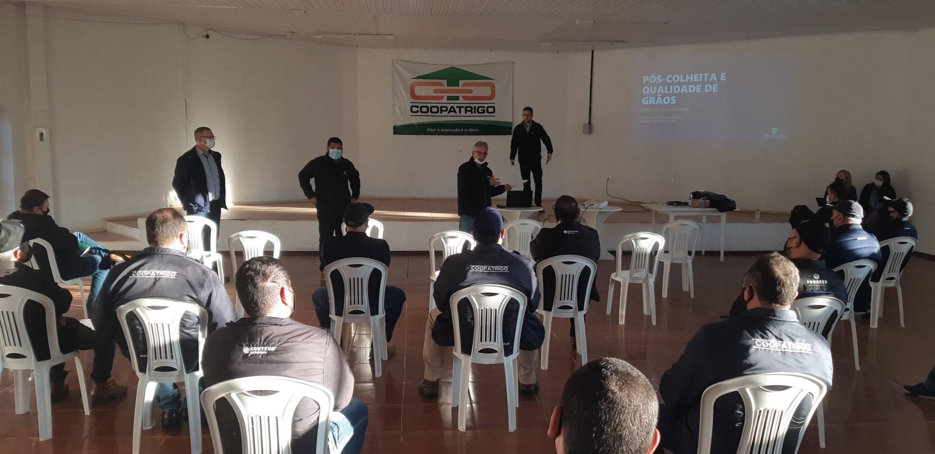 Coopatrigo realiza treinamento sobre tecnologias em armazenagem de grãos
