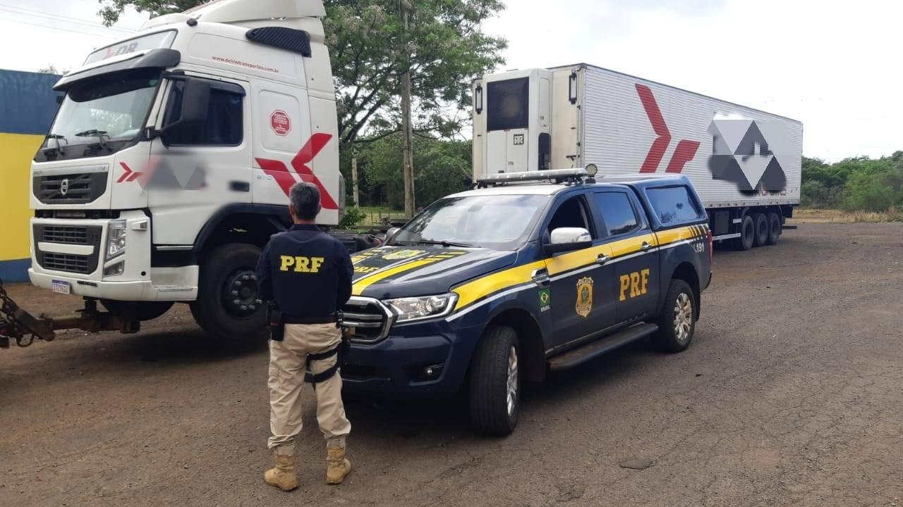 PRF prende motorista de carreta dirigindo embriagado em São Borja