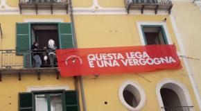 """""""Questa Lega è una vergogna"""" lo striscione rimosso a Salerno"""