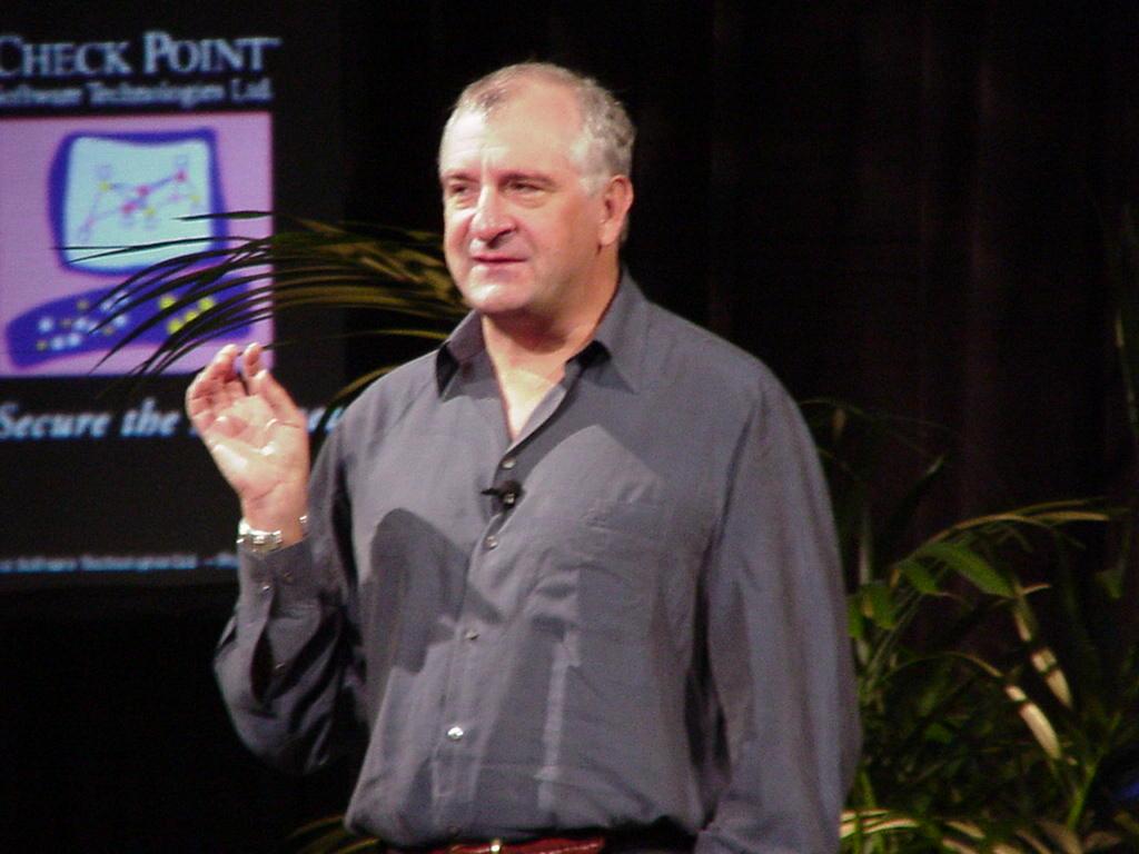 Douglas Adams in San Francisco in 2000 (© Wikimedia)