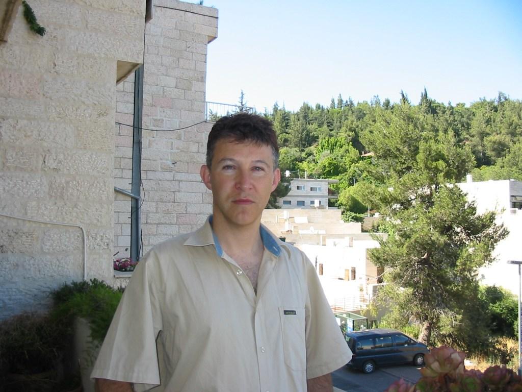 Daniel Weishut, Amnesty International