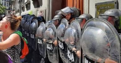 Enfermeros de la Ciudad fueron reprimidos por la policía local en el Día de la Sanidad