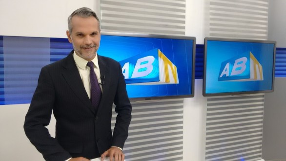 Alexandre Farias recebe alta após oito meses internado em hospital no Recife