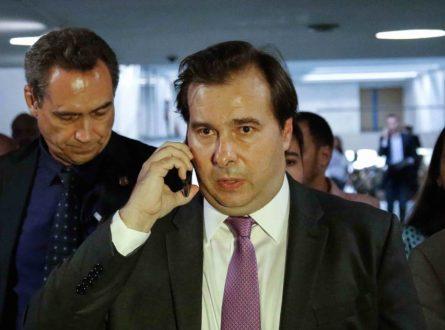 Irritado, Maia diz que Planalto desrespeitou Ilan ao barrar MP dos bancos