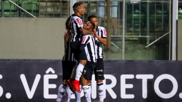 Atlético-MG vence o Coritiba com folga e se aproxima do G-7