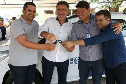 Prefeitura de Afogados entrega novo veículo para atendimento no CAPS