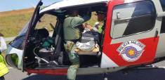 Helicóptero Águia é acionado par resgate de vítimas de acidente na Carvalho Pinto