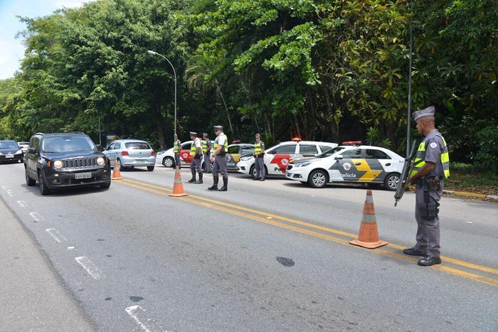 Operação da PM nas rodovias do Vale prende 20 e multa 87 por uso de álcool