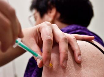Continúa aplicación gratuita de vacuna contra influenza