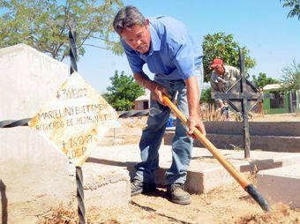 Avanza limpieza de panteones en Hermosillo