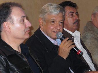 """AMLO el precoz; featuring """"El Borrego"""" y la borregada"""