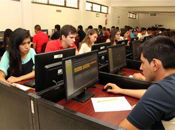 Más de 3 mil jóvenes realizaron examen de admisión en la UES