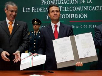 El titular del Ejecutivo federal detalló los cuatro ejes rectores: Internet al alcance de más mexicanos, telefonía más eficaz y costos accesibles para la población, así como mayor competencia en radio y televisión