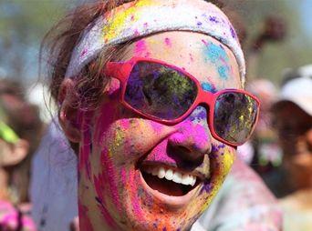 En la carrera habrá música y lanzarán pinturra a los participantes en diferentes estaciones de color que habrá en el recorrido.