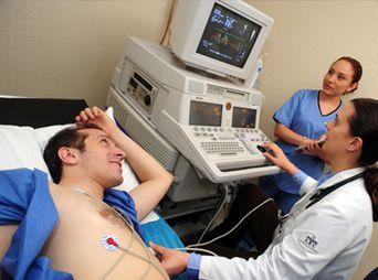 La Ecocardiografía es una rama de la Cardiología, que se encarga del estudio del corazón y grandes vasos.