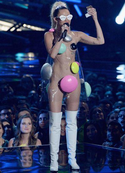 Los polémicos vestidos de Miley Cyrus.