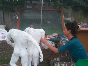 Une des artistes travaillant au sein du Parc Marcel Cabbidu