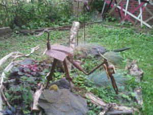 """Une sculpture de Messaoud Ouazzane dans le """"Jardin des Illusions"""""""
