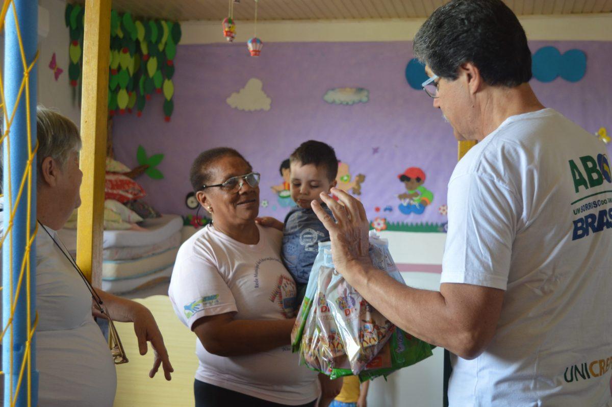 Associação Brasileira de Odontologia entrega kits de higiene bucal em Cruz Alta - Rádio Progresso de Ijuí