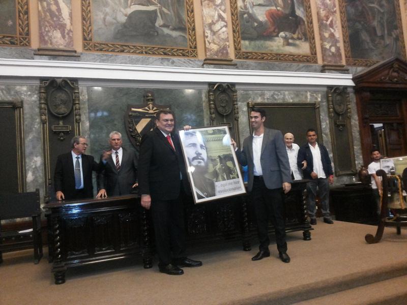 Otorga la Universidad de la Habana Reconocimiento a Raúl