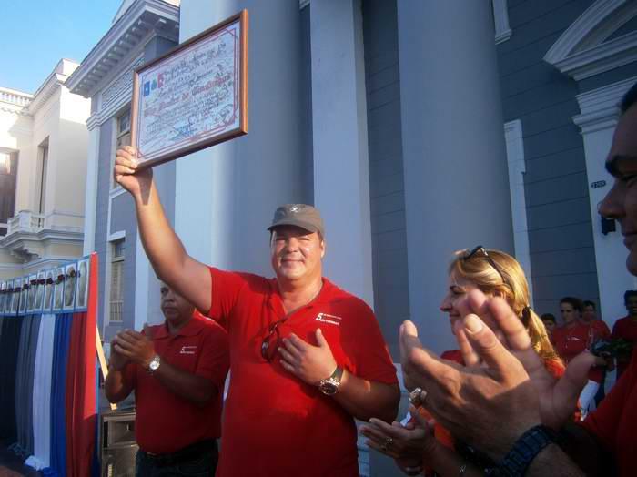 Uno de los Cinco Héroes de la República de Cuba, Ramón Labañino Salazar, recibió la condición de Hijo Ilustre otorgada por la Asamblea del Poder Popular de Cienfuegos. Foto Mireya Ojeda