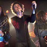 Kapela SUSPECT208, v ktorej hrajú deti členov skupín Guns N 'Roses a Metallica, predstavila nový singel