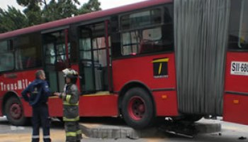 Bus De Transmilenio Arrollo A Peaton Noticias Principales De Colombia Radio Santa Fe 1070 Am