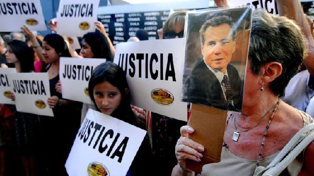Acto por la verdad y la justicia (por la muerte de Nisman) frente a la sede de AMIA y DAIA