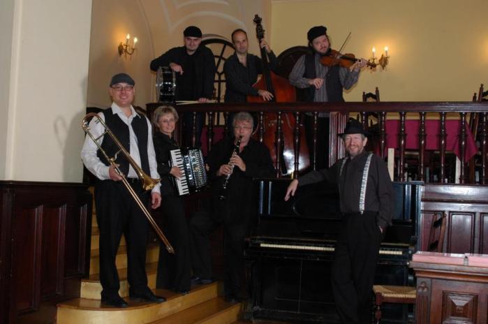 No pierdas el tren de Budapest Klezmer Band