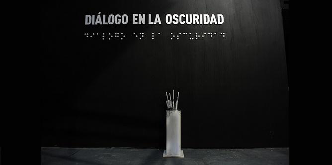 """Recordando la Shoá y visitando la exposición """"Diálogo en la oscuridad"""""""