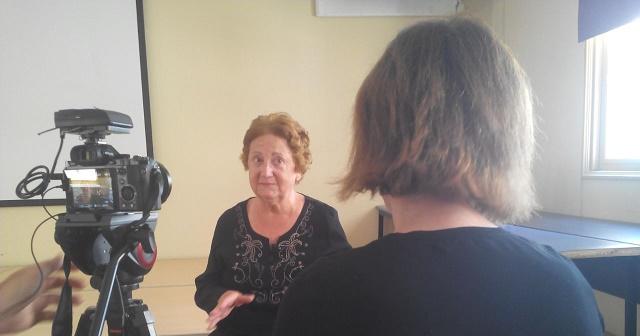 """""""Konsejas de la niñes"""" con su autora Luisa (Lucy) Benarroch Nahon"""