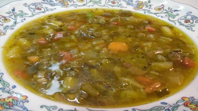En Pesaj, una sopa de verduras y un bizcocho de nuez