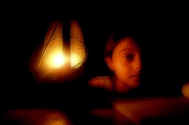 Arrojando luz sobre la reducción del suministro eléctrico en Gaza