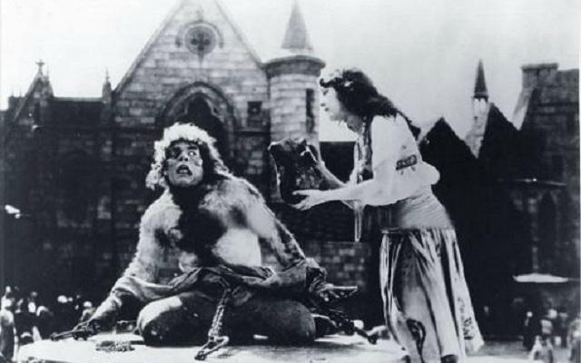 """""""Nuestra Señora de París"""" [El jorobado de Notredame] (1923), producida por Irving Thalberg"""