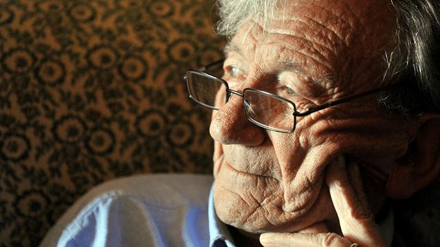 """Un homenaje a Héctor Shmucler Z""""L en el Día de Memoria del Holocausto, con Gustavo Efron"""