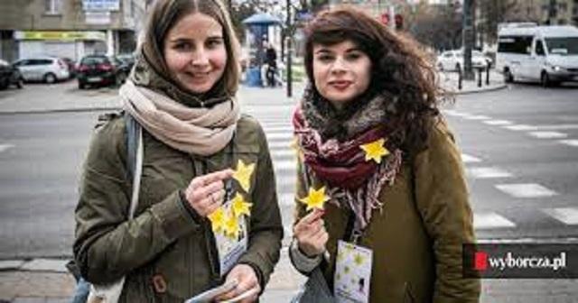 Narcisos amarillos en el aniversario del Levantamiento del Gheto de Varsovia