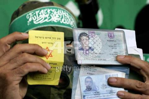 ***Confermato: arrestati da Hamas piloti israeliani/ Gerusalemme: città fantasma.