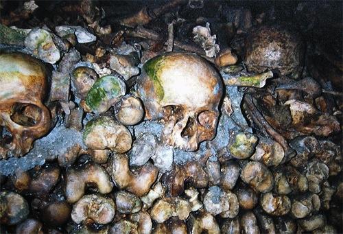 Frutti del Concilio Vaticano II: il ritorno nelle catacombe?