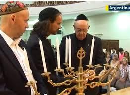 Vatican Insider, Forward inserisce Papa Francesco tra i 50 ebrei dell'anno [e coglie l'occasione per attaccare Benedetto XVI]