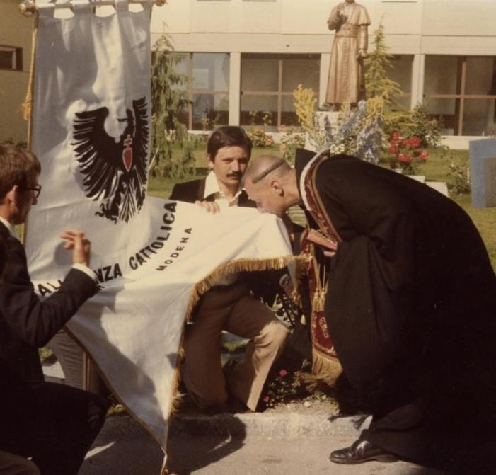 FOTO RICORDO. Quando Alleanza Cattolica era inginocchiata a Ecône (FSSPX)