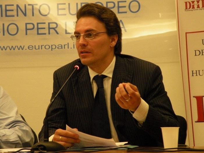 Prof. Alexey Komov, parola d'ordine: combattere!
