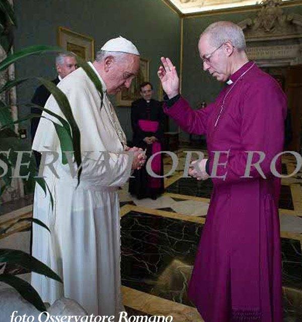 """J. M. Bergoglio, la C.E.I. e l'elogio della Bibbia """"interconfessionale"""""""
