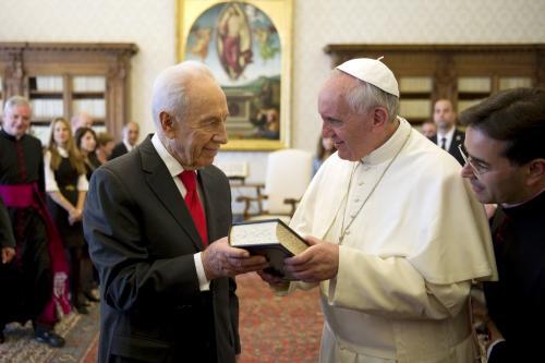 """Peres, proposta-shock: fondare una """"ONU delle religioni"""""""