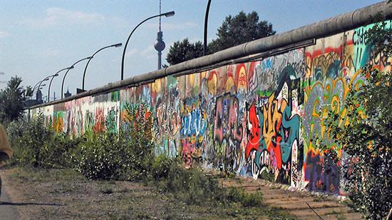 9 Novembre 1989: cade il muro di Berlino.
