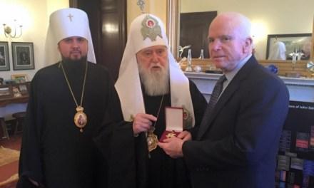 Scismatici atlantici di servizio. Il Patriarca di Kiev decora McCain