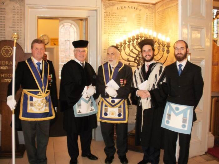 Kabbalisti israeliani regalano Zohar al Gran Maestro dei massoni italiani