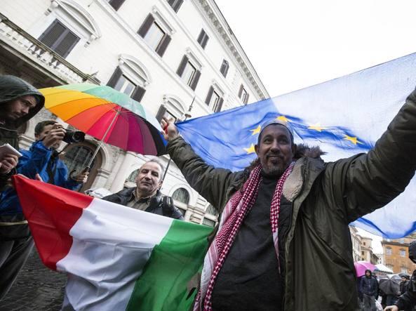 """""""Islamici moderati"""" sfilano a Roma contro il Corano: non c'era nessuno!"""