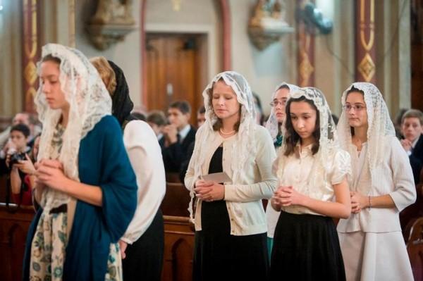 Il velo delle donne in Chiesa. Motivi e un invito.
