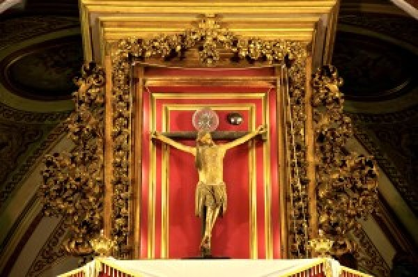 crocifisso svelato in tabernacolo